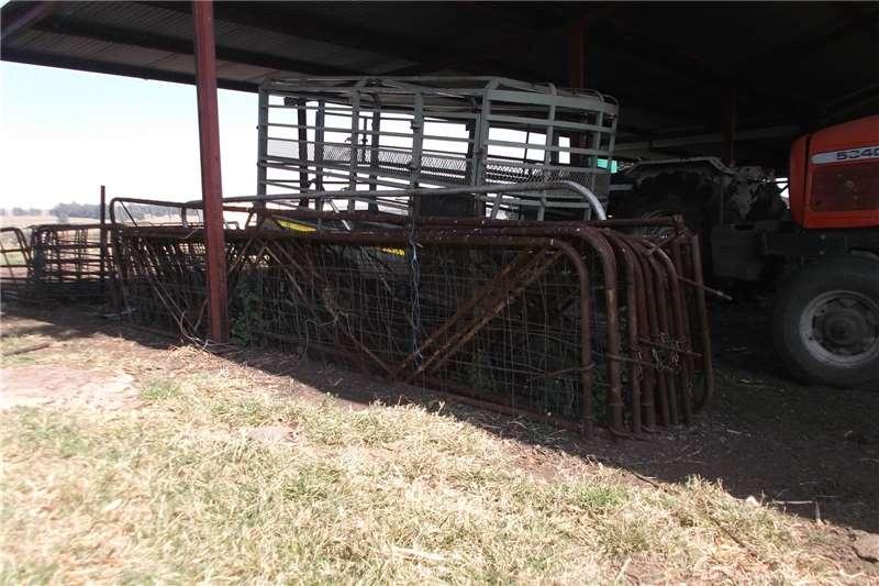 Livestock crushes and equipment 4800mm x 900mm skaaphek Livestock handling equipment