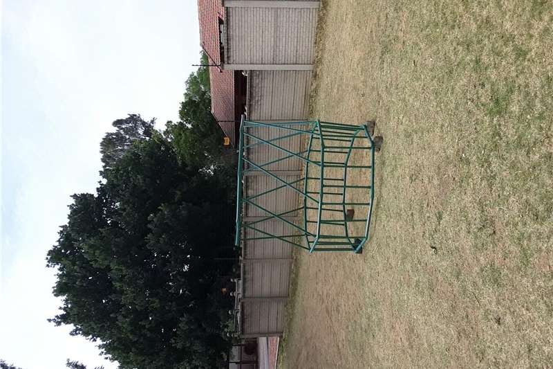 Livestock crushes and equipment Bale Feeder 1.2 x 1.8 Livestock handling equipment