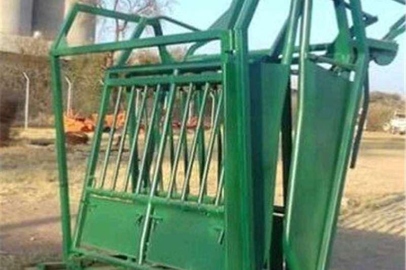 Livestock handling equipment Livestock crushes and equipment Bees Lyf Klamp met nek klamp voor en skuif hek agt