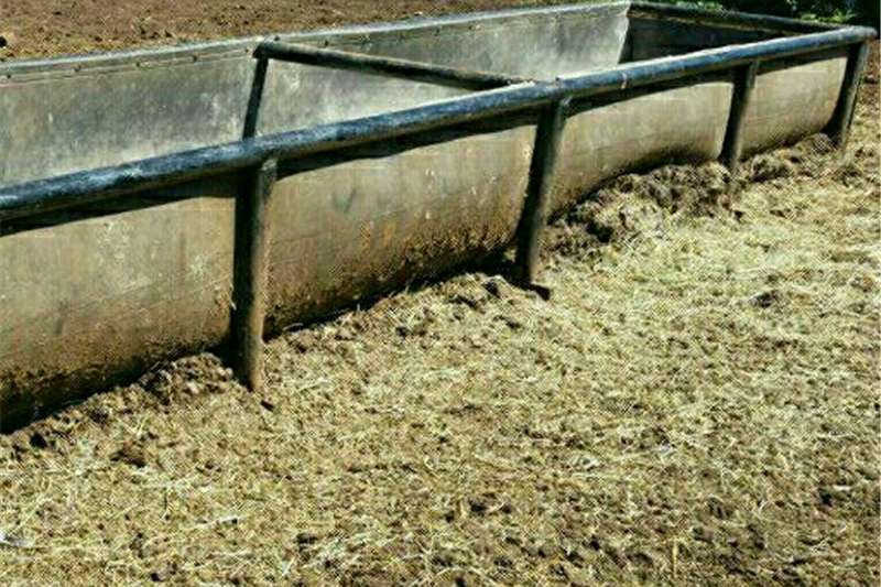 Livestock crushes and equipment CATTLE AND GAME FEEDERS / VOERBAKKE Livestock handling equipment
