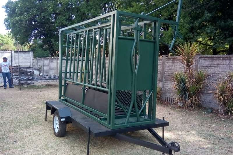 Livestock handling equipment Livestock crushes and equipment Cattle Body Clamp with neck clamp