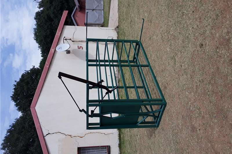 Livestock handling equipment Livestock crushes and equipment Cattle Crush / Bees Drukgang