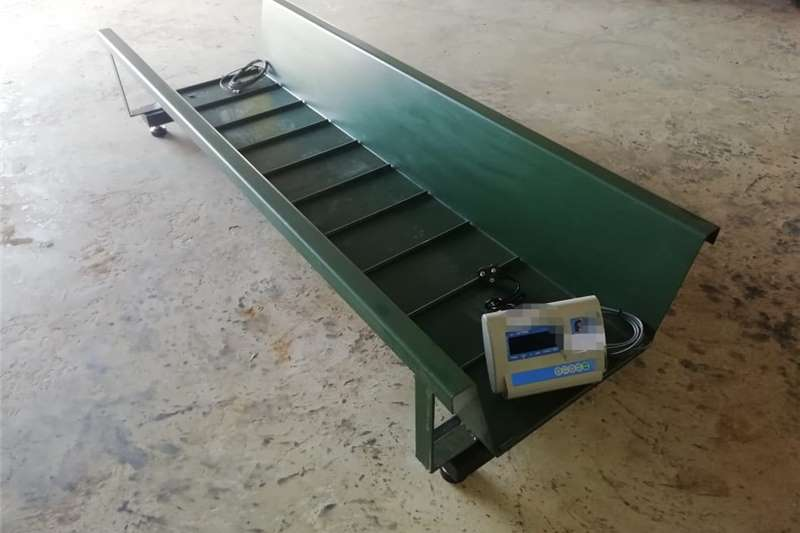 Livestock crushes and equipment Cattle neck Clamp and Scales Livestock handling equipment