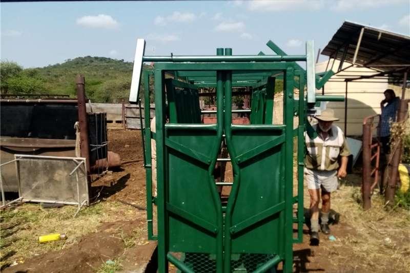Livestock crushes and equipment Cattle Sliding Neck clamp Livestock handling equipment