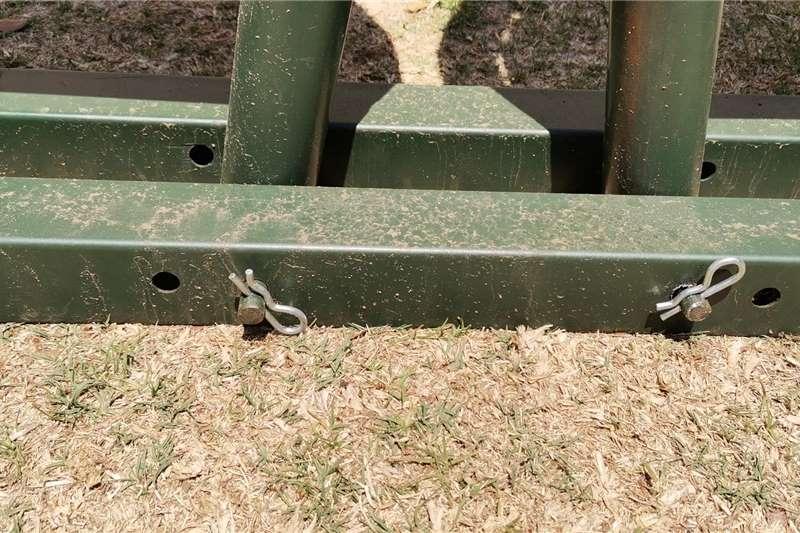 Livestock crushes and equipment Cattle Standard Neck clamp Livestock handling equipment
