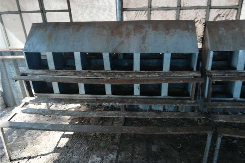 Livestock handling equipment Livestock crushes and equipment chicken lay cages
