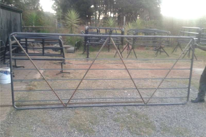 Livestock handling equipment Livestock crushes and equipment Farm gates , sheep farming equipment , cattle crus