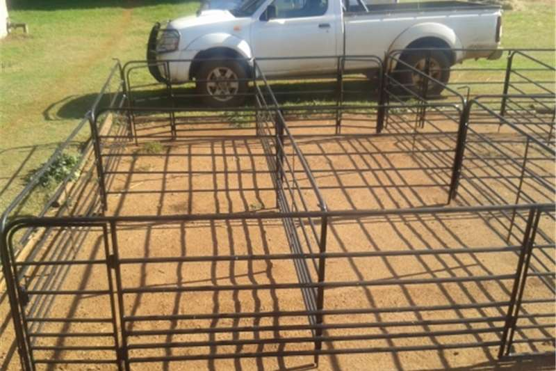Livestock handling equipment Livestock crushes and equipment Lambing pens , sheep crush and kraal panels