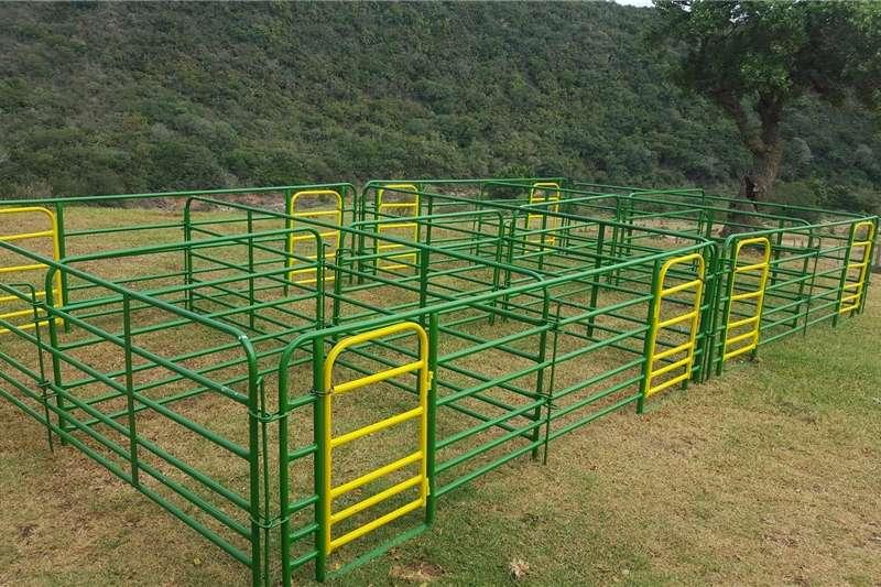 Livestock handling equipment Livestock crushes and equipment Lamhokke te koop