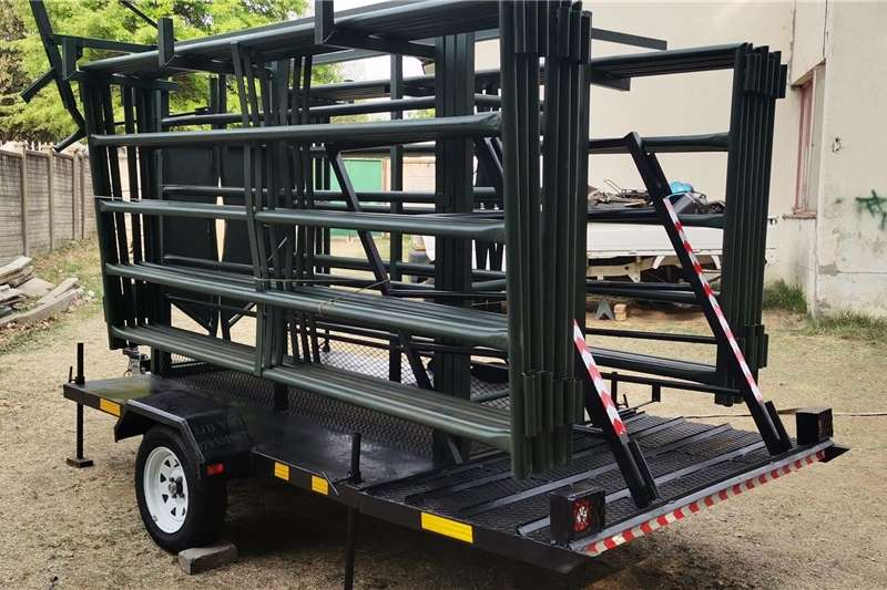 Livestock crushes and equipment Mobile cattle field worker scale Livestock handling equipment