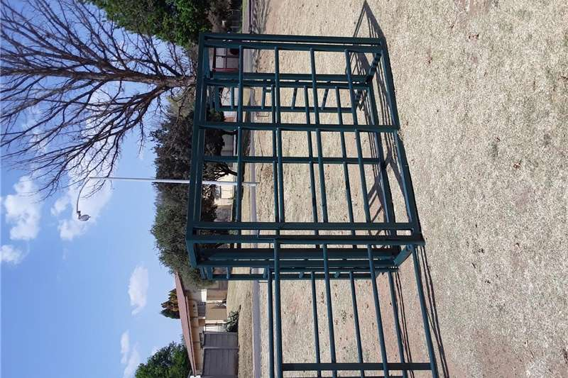 Livestock handling equipment Livestock crushes and equipment Movable Cattle Crush with neck clamp