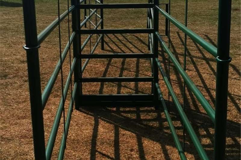 Livestock crushes and equipment Nuut geboude bees hekke / kampe Livestock handling equipment
