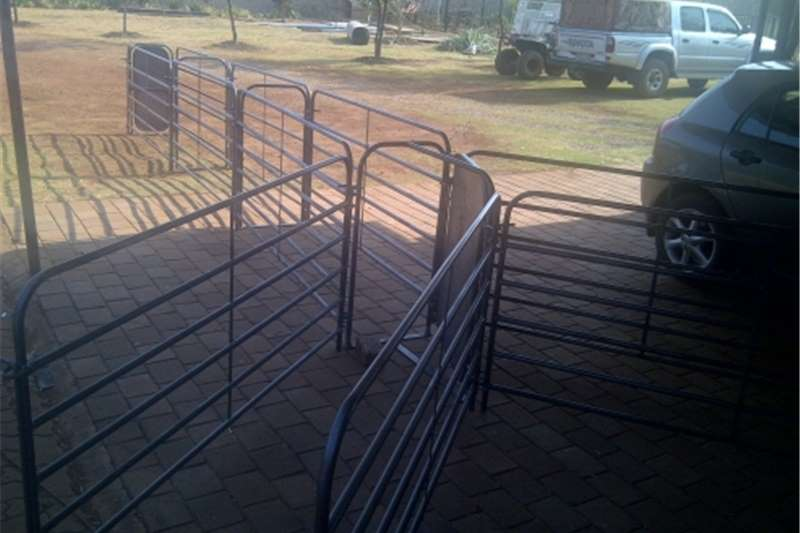Livestock crushes and equipment Sheep crush panels Livestock handling equipment