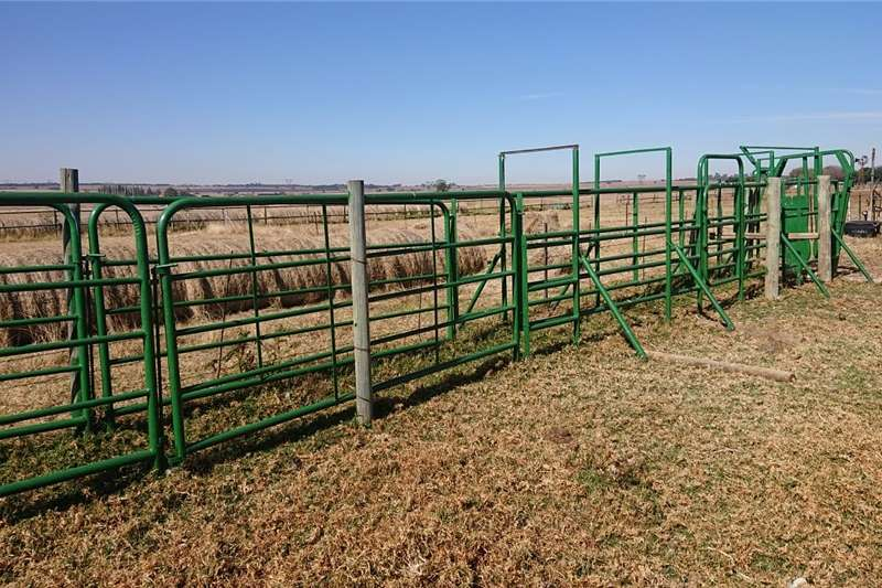 Livestock handling equipment Livestock crushes and equipment Taltec neck clamp and crush for sale