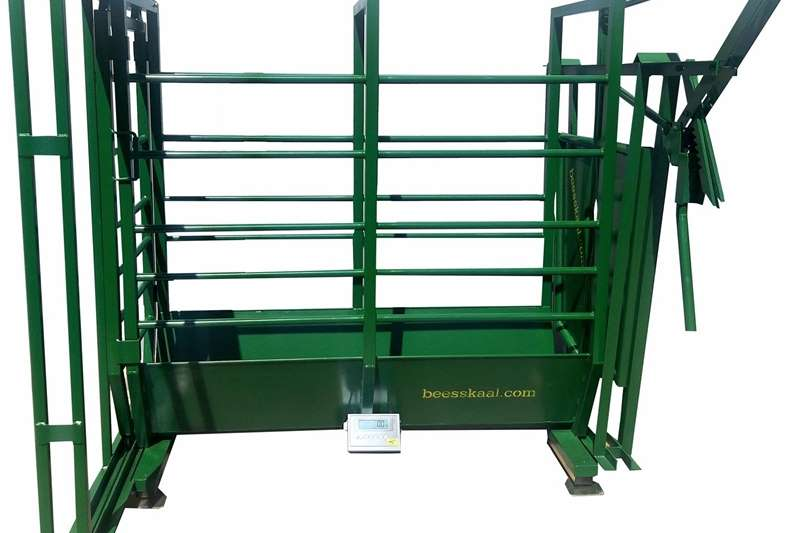 Livestock scale equipment P3000 Heavy duty cattle crate with neck clamp Livestock handling equipment