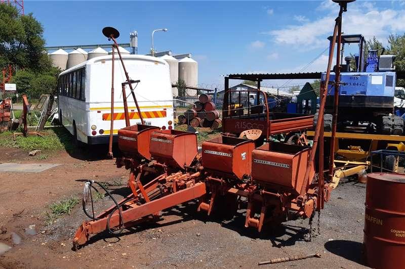 Massey Ferguson Planting and seeding equipment Drawn planters FOUR ROW HIDROLIECK PLANTER