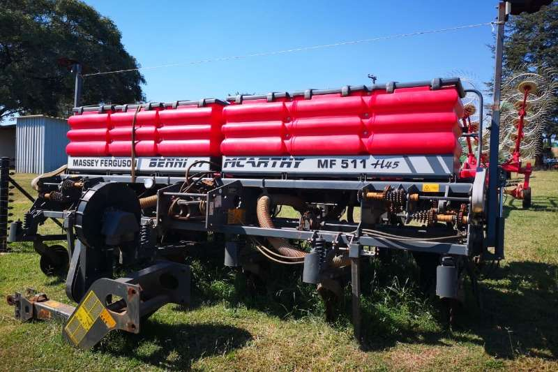 Massey Ferguson Planting and seeding equipment Row planters Massey Ferguson No Till Planter 6 Row with Monitor