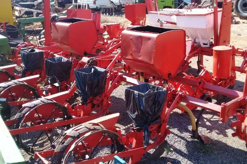 Massey Ferguson Planting and Seeding Row Units VIER RY PLANTERS TEKOOP 2011