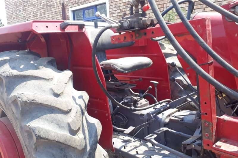 Massey Ferguson 4WD tractors 265 + ROVIC LOADER Tractors