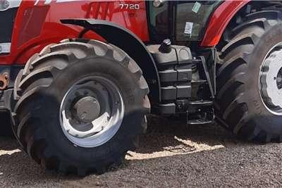 Massey Ferguson 4WD tractors Massey ferguson 6713r Tractors