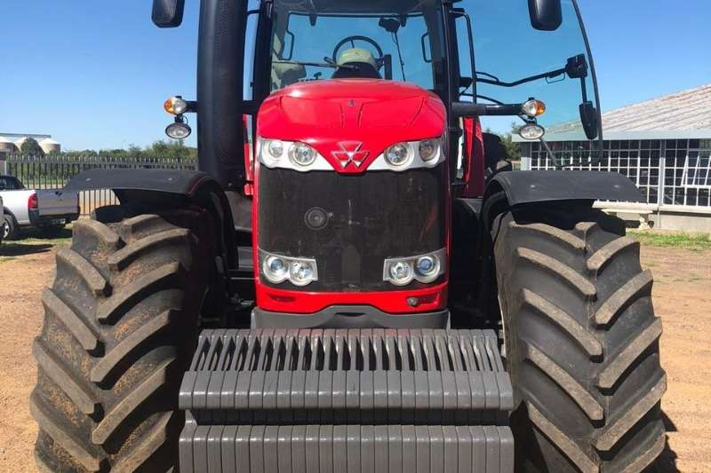 Massey Ferguson 4WD tractors Massey Ferguson 8690 Tractors