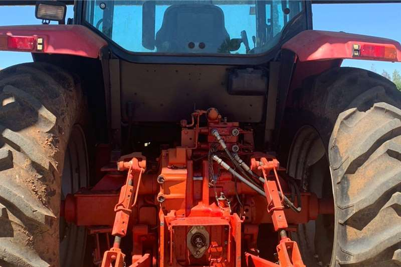 Mccormick 4WD tractors McCormick MC 100 Cab met Rovic & Leers Laaigraaf Tractors