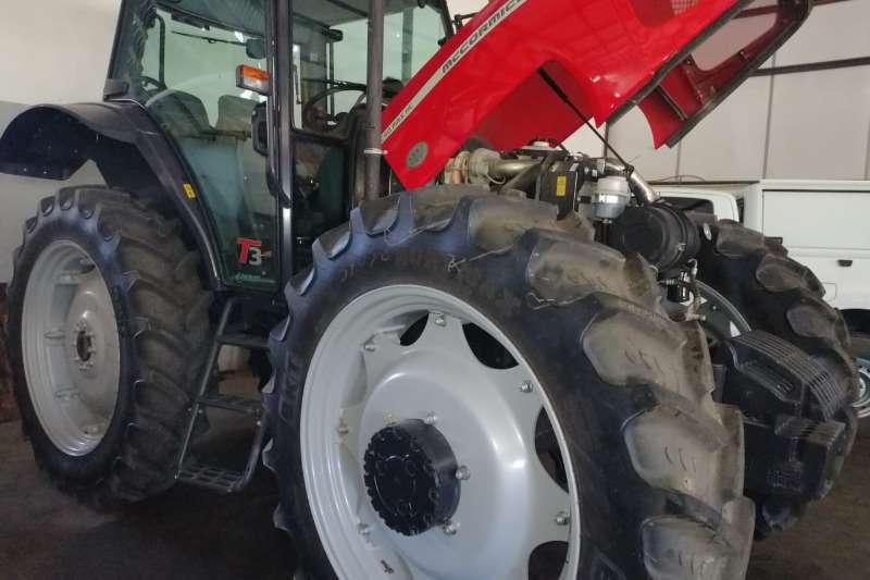 Mccormick Tractors Four Wheel Drive Tractors Mc Cormick 2018 C-Max 90 HC Cab 2018