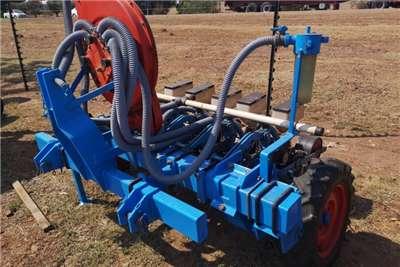 Monosem Drawn planters Monosem 5 row fine seed vacuum planter Planting and seeding