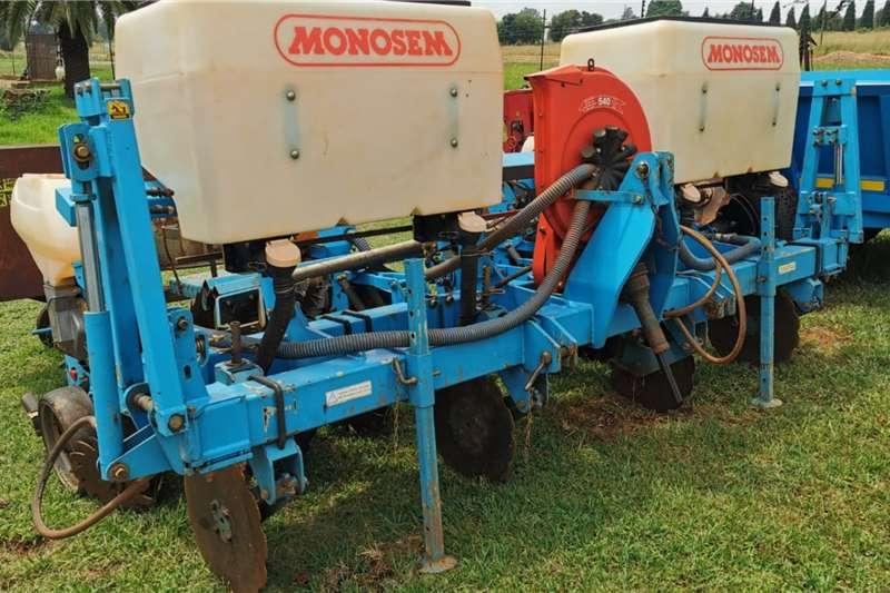 Monosem Planting and seeding equipment Row planters Monosem 4 Row Vacuum Planter