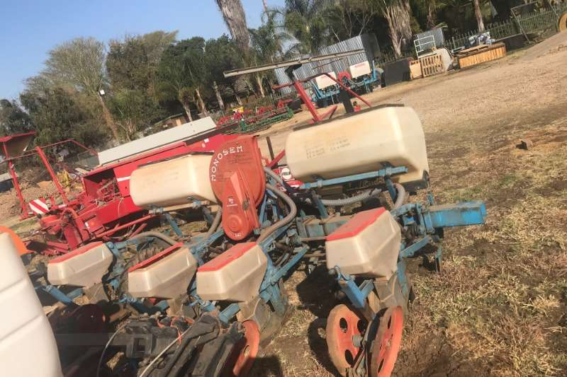 Monosem Planting and seeding Row units Monosem 4 Ry Planter