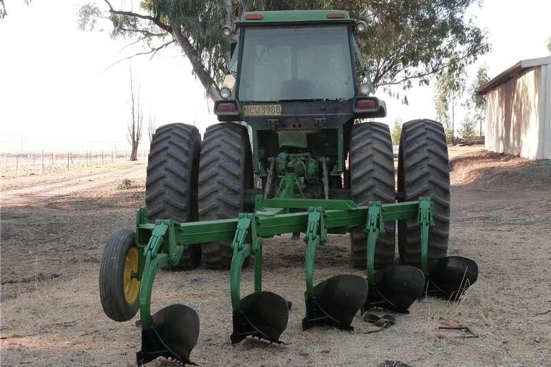 Mouldboard ploughs Five furrow 24 inch John Deere 155 on land plough