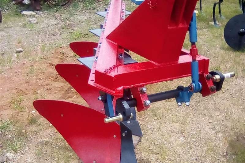 Mouldboard ploughs Three furrow shear plough / Drie skaar ploeg
