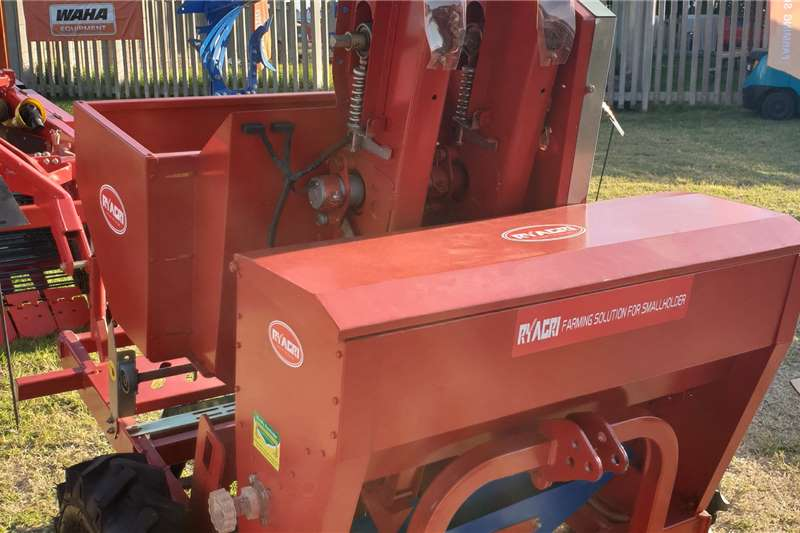 2020   New 2 Row Potato Planter