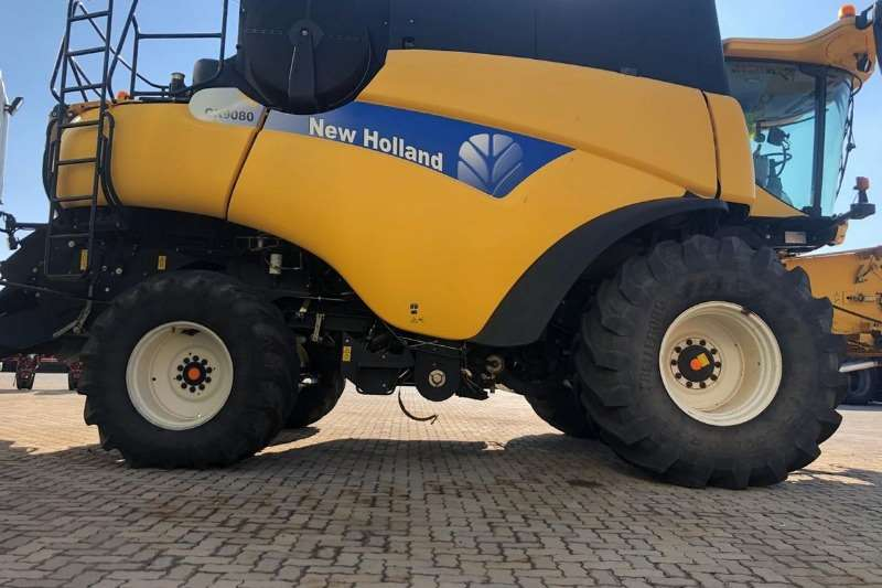 New Holland Grain harvesters New Holland CR 9080 Elevation Combine harvesters and harvesting equipment