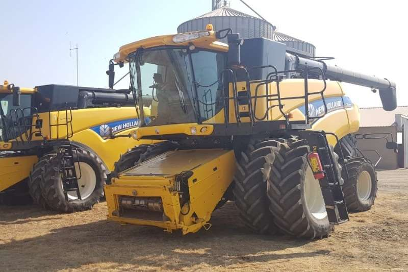 New Holland Combine harvesters and harvesting equipment Grain harvesters New Holland CR9080's 2014