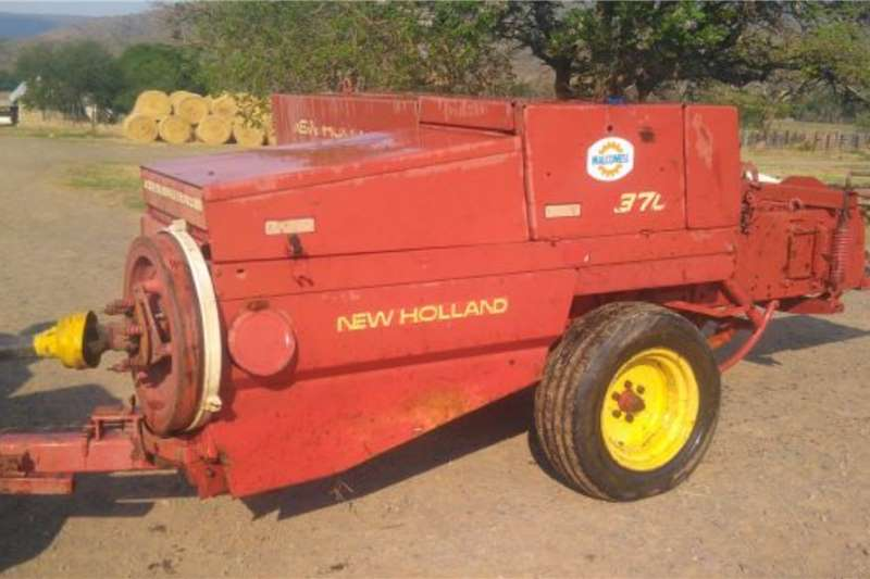 New Holland New Holland 370 Square Baler Haymaking and silage
