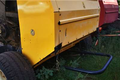 New Holland New Holland BR6080 Round Baler Haymaking and silage
