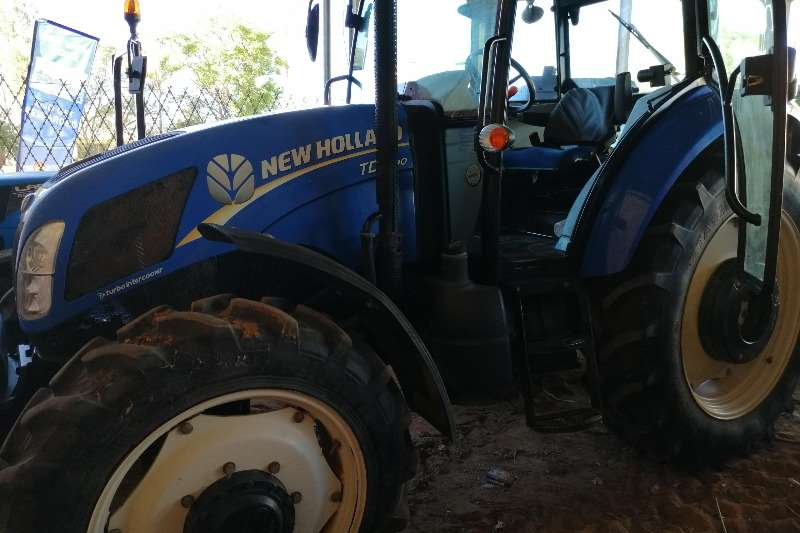New Holland Tractors Four wheel drive tractors New Holland 2013 TD5.90 Cab 2013