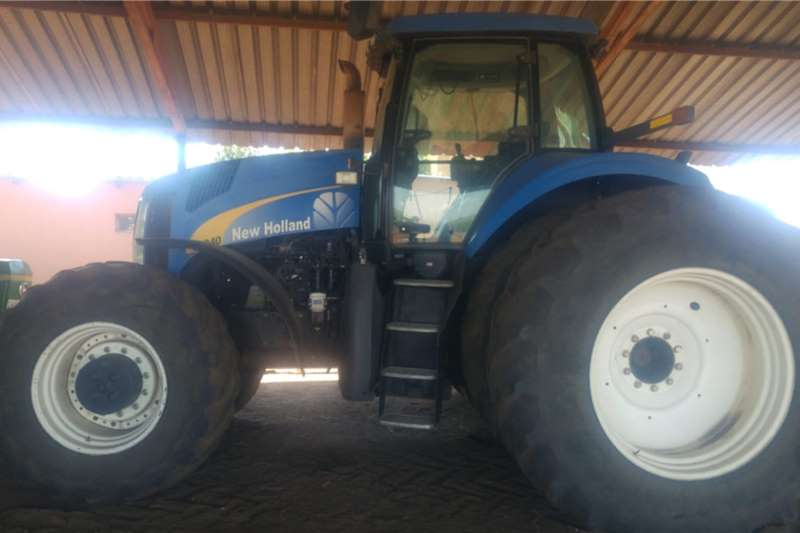 New Holland Tractors Four wheel drive tractors New Holland 8040 223kw 2008