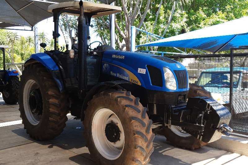 New Holland Tractors Four wheel drive tractors New Holland T 6050  Rops 2011
