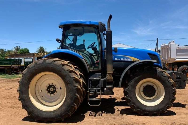 New Holland Tractors Four wheel drive tractors New Holland T 7060 2013