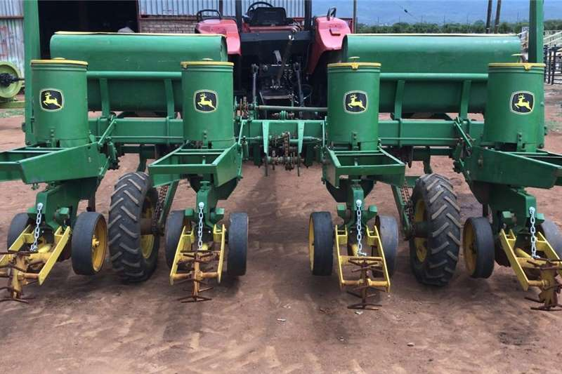 4 ROW JOHN DEERE  HYDRAULIC PLANTER Other