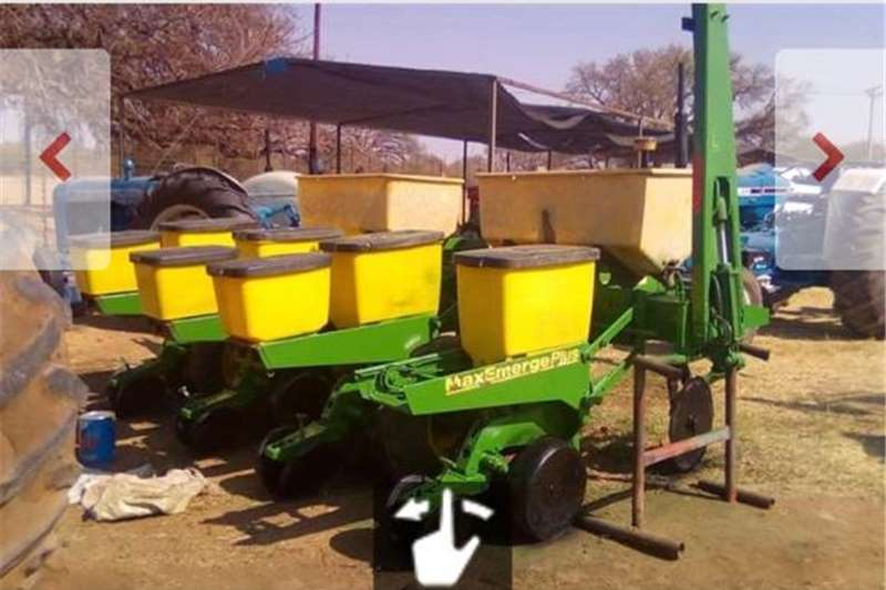 4RyJohn Deere 1750 max Emerge Planter Other