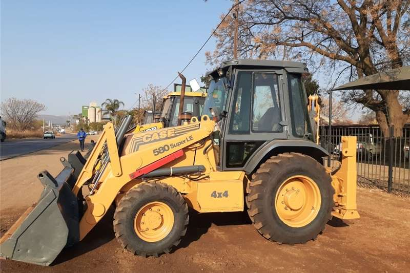 CASE 580 Super LE 4x4 Pre Owned TLB Other