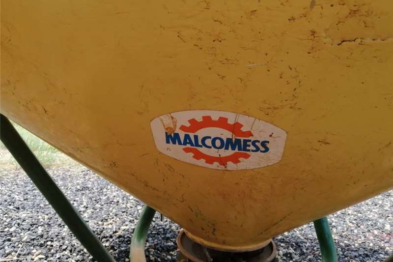 MELCOMESS SPREADER  IN WORKING CONDITION  R 15 000 Other