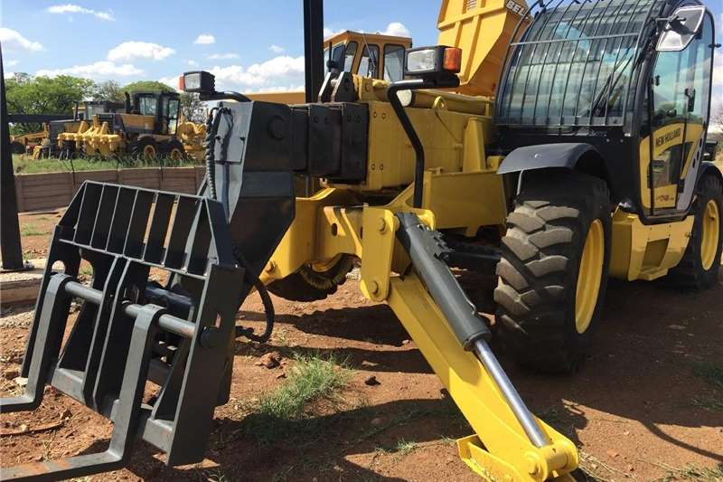 Other New Holland LM1745 Turbo Teli HandlerPre Owned Oth 2007