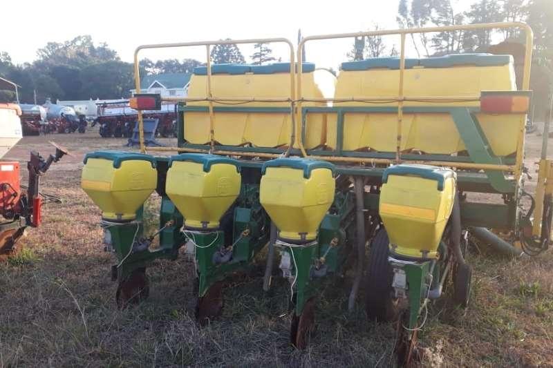 Other Planting and seeding Drawn planters Tatu Flex (4 row) 900mm Vacuum 2008