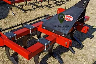 Other Chisel Plough 9 Tines with roller, 50 60hp Planting and seeding equipment