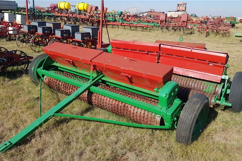 Other Planting and Seeding Equipment Drawn Planters Brillion fine seed planter