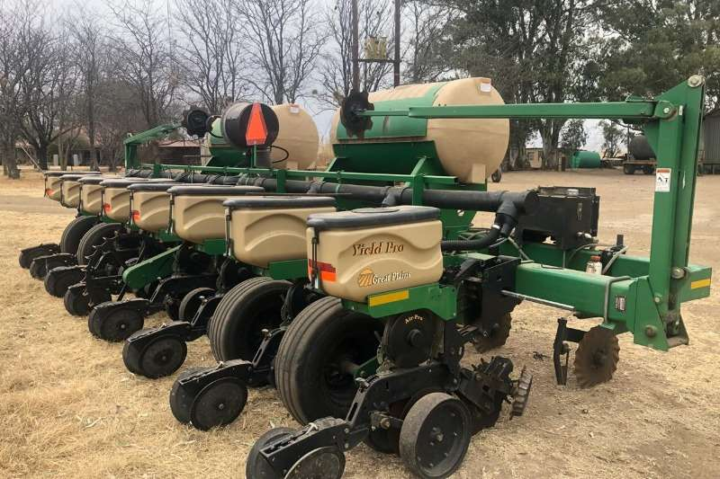 Other Planting and seeding equipment Drawn planters Great Plains 8 Ry Planter
